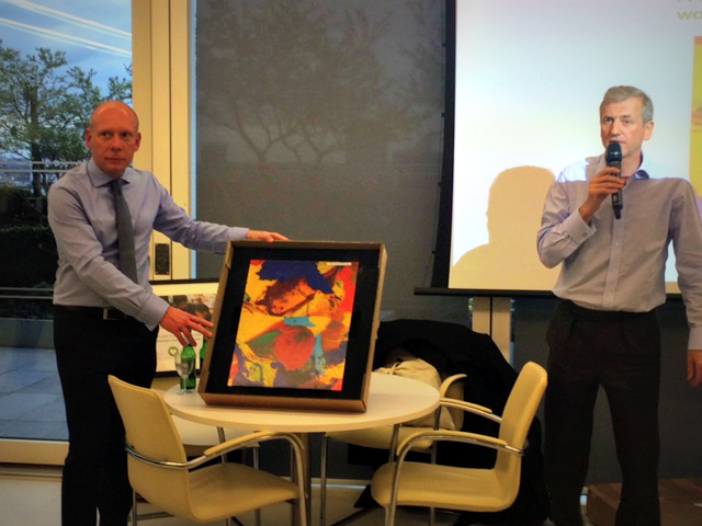 Liberum staff auction off a painting